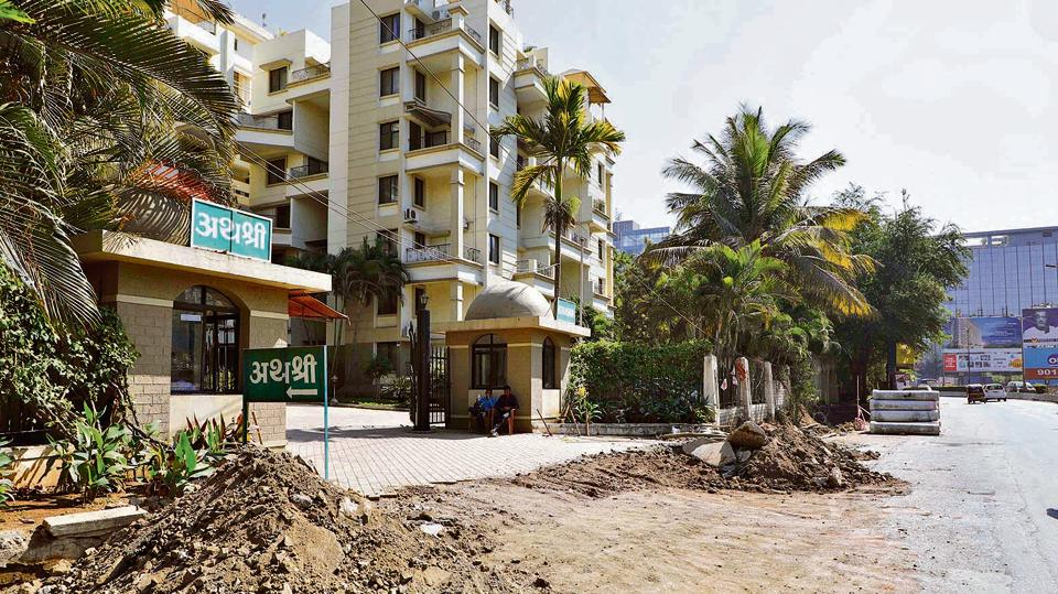 Aathashri Apartments, a condominium for senior citizens, does not have a footpath outside the society.