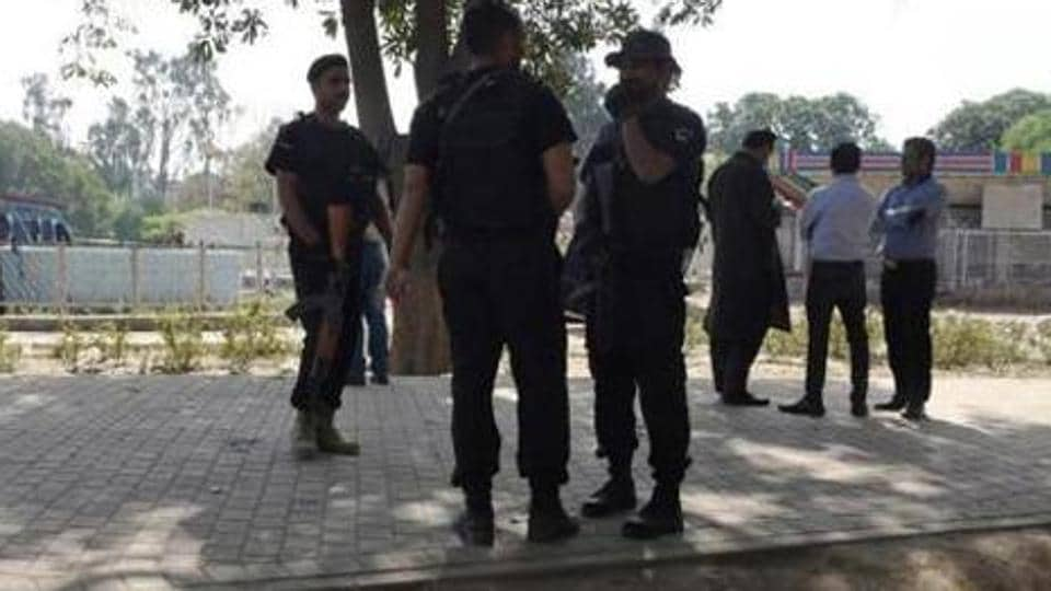 Pakistani authorities sack 5 cops for killing 3 of a family in fake