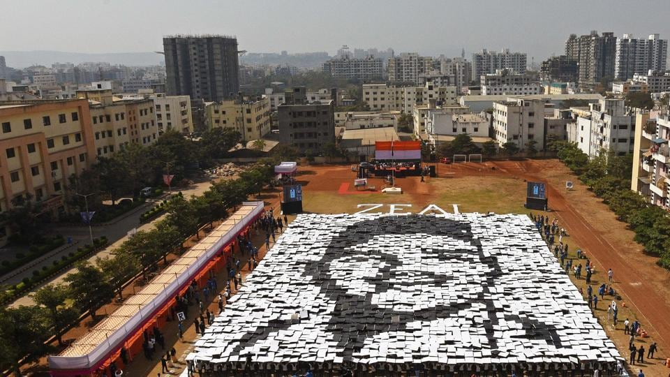 Students of Zeal institute create formation of India's freedom fighter, Shivaram Rajguru, known as Rajguru on the eve of 70th Republic Day of India on Friday. A total area of 2,053 sq meter was used to make the formation. (Pratham Gokhale/HT Photo)