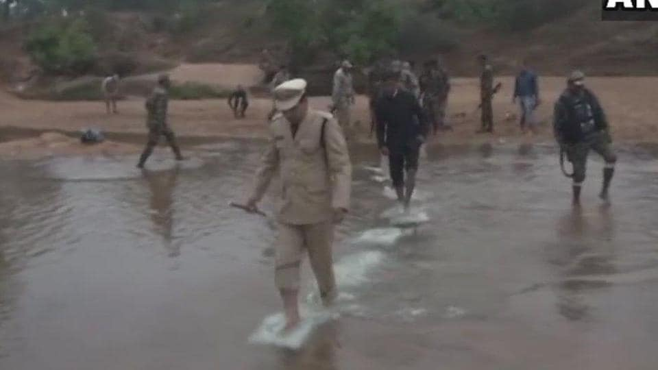 Police and District Administration officials of a village in Bastar waded through water to hoist the Tricolour on the banks of river Indravati.