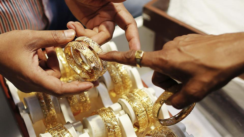 Wedding Season Demand Pushes Up Gold Prices Silver Loses