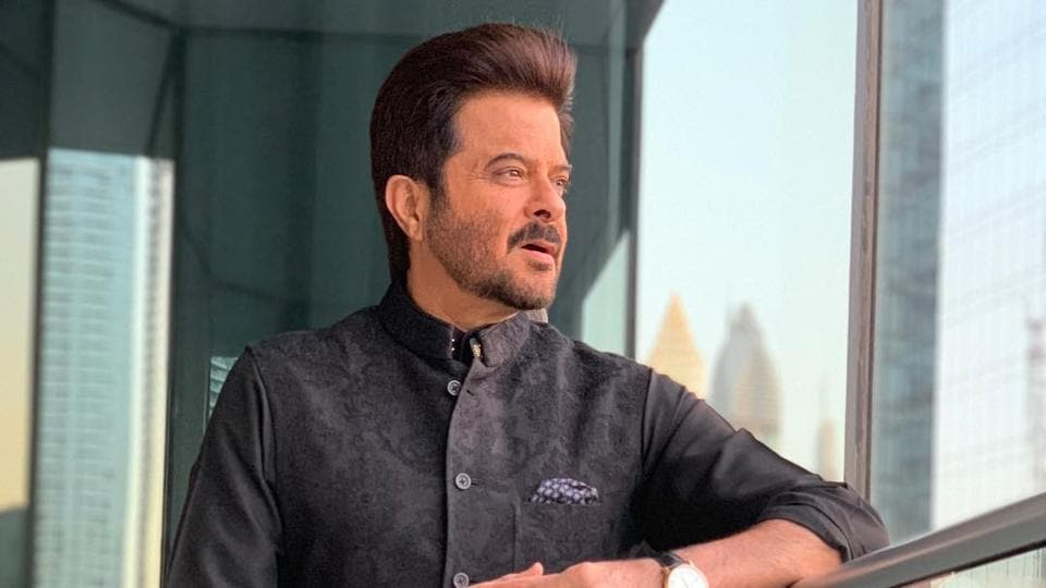 Anil Kapoor jets off to Germany for treatment of his shoulder