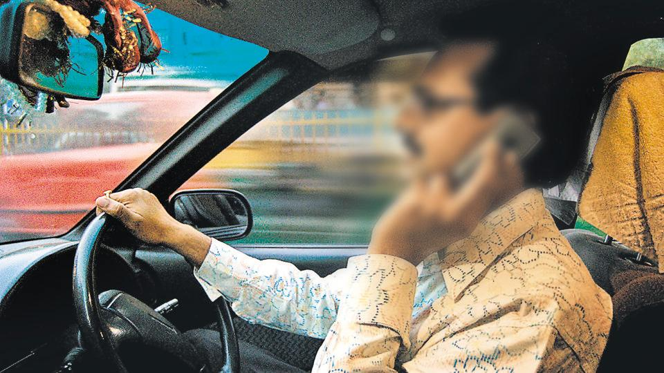 using mobiles while driving,traffic rules,delhi drivers