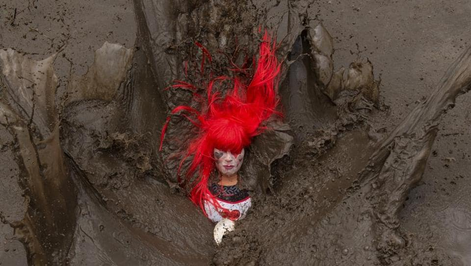 A competitor falls in a muddy pool as they take part in the Tough Guy endurance event near Wolverhampton, central England, on January 27, 2019. The Tough Guy event challenges hundreds of competitors to run a gruelling course whilst negotiating up to 300 obstacles including water, fire, and tunnels. (Oli Scarff / AFP)