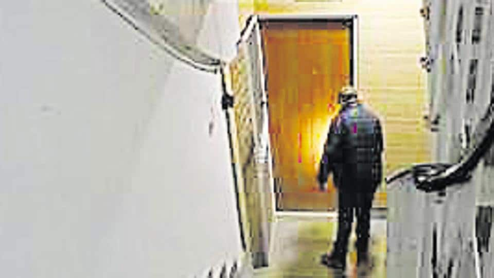 east of kailash deaths,elderly couple found dead in east of kailash flat,crime
