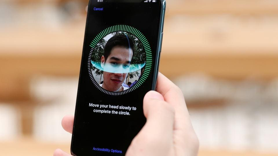 A customer sets up his iPhone X Face ID during its launch at the Apple store in Singapore November 3, 2017. REUTERS/Edgar Su