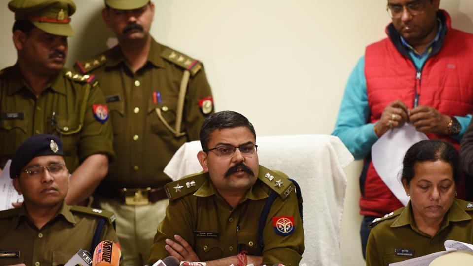noida call centre graft case,SHO arrested in Noida,journalists arrested in noida