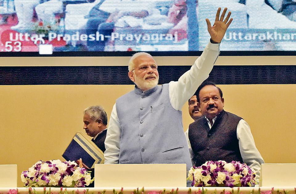 PM Narendra Modi at Vigyan Bhawan in New Delhi on November 22, 2018, with ministers Harsh Vardhan and Dharmendra Pradhan after laying the foundation stone for City Gas Distribution (CGD) projects in 129 districts.