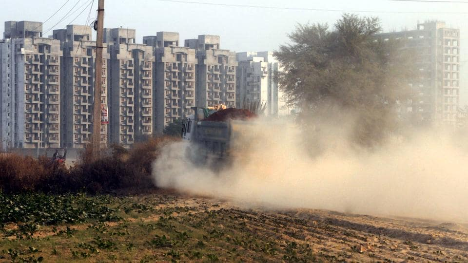 The Centre's decision to cut down the budget on pollution control by 50 % this year has drawn criticism from environment experts. (Photo by Parveen Kumar/Hindustan Times)