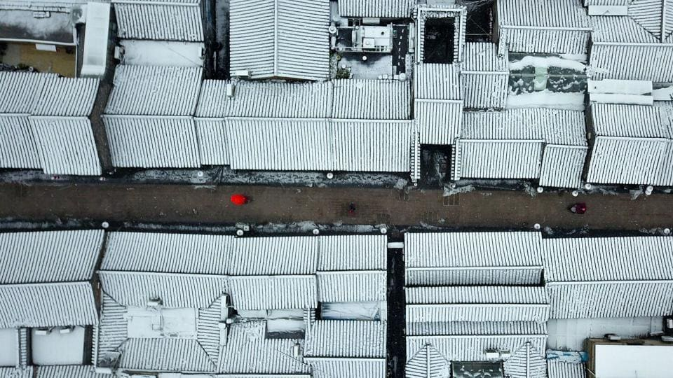 Roofs covered with snow in Yangzhou in China's eastern Jiangsu province. (Stringer / AFP)