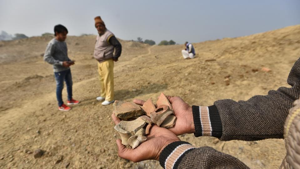 The first discovery of the remains of the Harappan Civilisation in Rakhigarhi was in the 1960s when a collector of antiquities, Acharya Bhagwan Dev, visited the village and stumbled upon earthenware in the soil here. Unable to identify them, he invited Professor Suraj Bhan who was studying the Harappan era, to examine his findings. It was Bhan who established that the antiquities dated to the Indus Valley Civilisation. (Burhaan Kinu / HT Photo)