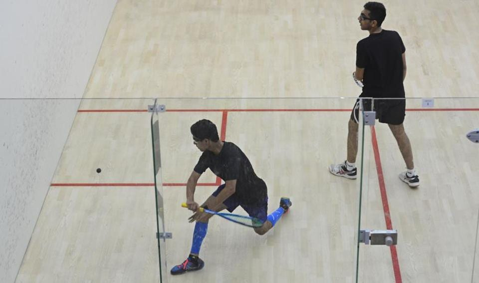 Local player Arnaav Sareen (blue) in action against Nakshatra Sharma in the Junior and Senior Open Squash Championship on Monday. (SHANKAR NARAYAN/HT PHOTO)