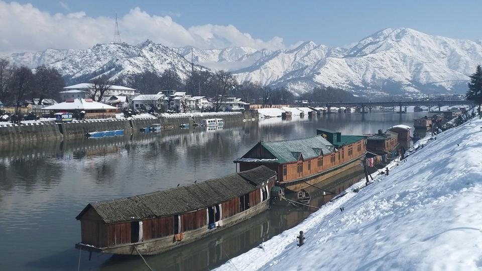 Two persons were killed, while 10 others went missing and hundreds remained stranded on Friday due to the heaviest spell of snowfall in Jammu and Kashmir so far. A couple was killed while their two children were rescued after an avalanche destroyed their home in Kokernag area of Anantnag district late on Thursday. (Waseem Andrabi / HT Photo)