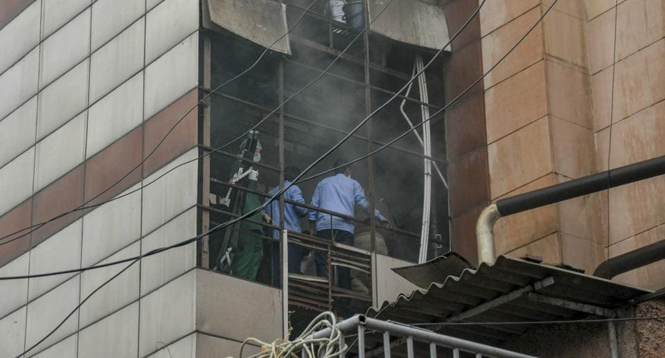 metro hospitals & heart institute,fire at noida hospital,fire in metro hospital
