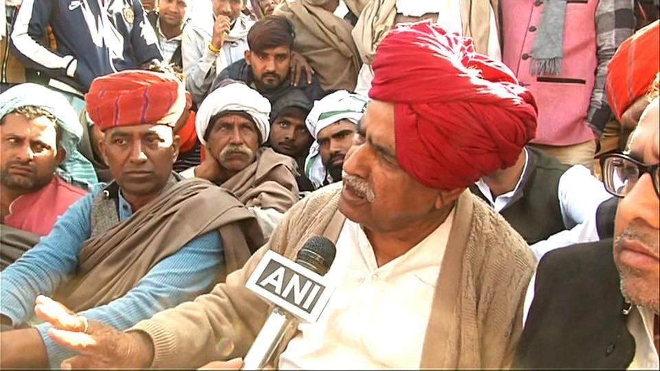 The stalemate between the state government and the Gujjars continued for the second day on Saturday as the Gujjar leader Kirodi Singh Bainsla, spearheading the stir, rejected the government invite for talks in Jaipur.