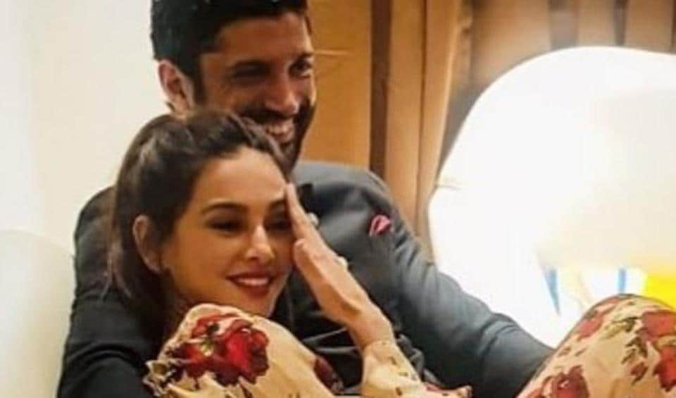 Farhan Ahktar and Shibani Dandekar share a candid moment.