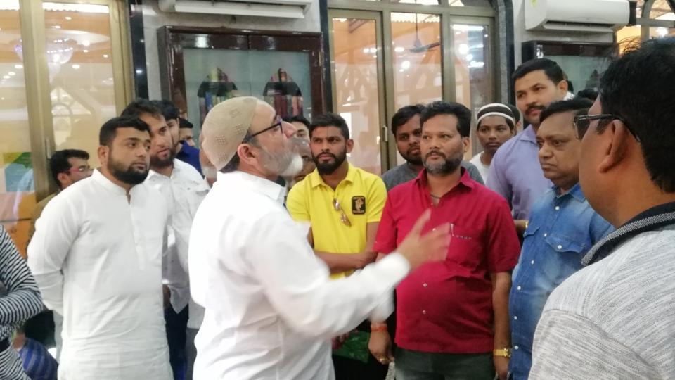 A group of visitors and local residents at Jama Masjid in Kalyan.  The Jamaat-e-Hind has been organising visits of non-Muslims to mosques across Maharashtra for the past few years to bridge the gap between different communities.