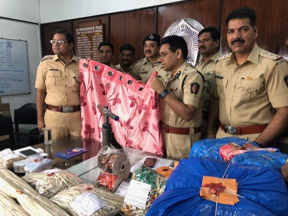 Police had got a tip-off that three Nigerian men and a Brazilian woman were carrying narcotics in their bags, but on intercepting them, they only found curtains in the bags