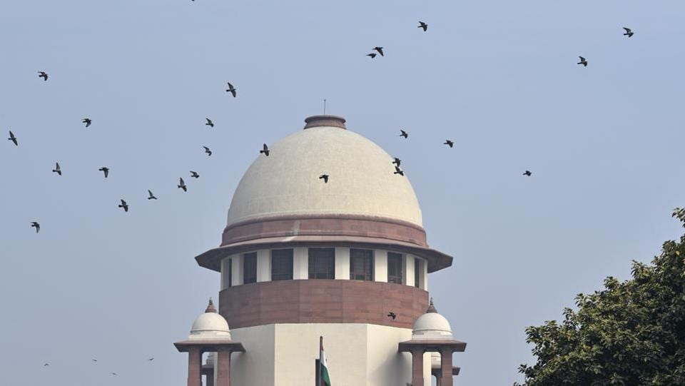 On Monday, the Supreme Court on refused to monitor the ongoing CBI investigation into the Saradha chit fund scam in West Bengal. A two-judge bench comprising Chief Justice Ranjan Gogoi and Justice Sanjiv Khanna did not allow the application filed by some investors that despite the apex court's 2013 order directing a CBI probe, the investigation has not attained finality. (Sanchit Khanna / HT File)