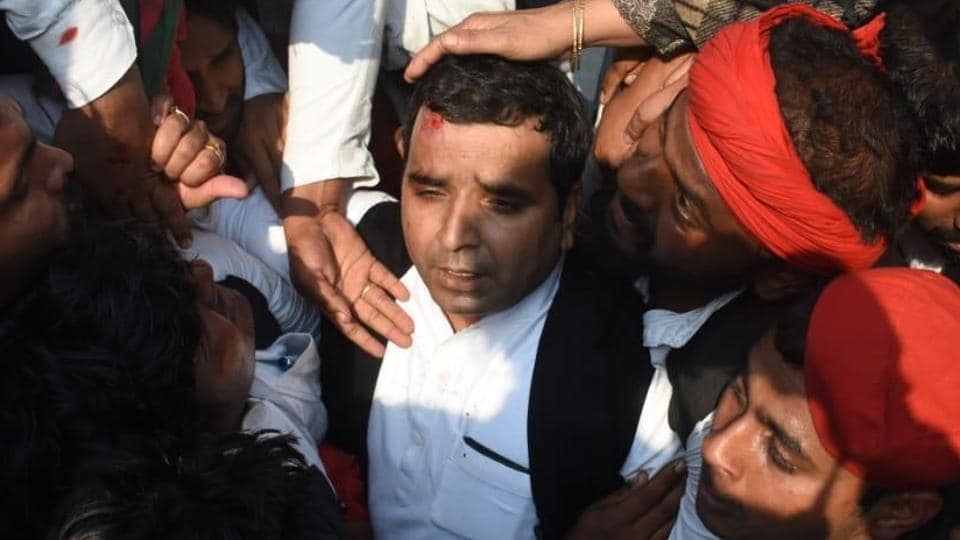 Samajwadi Party MP Dharmendra Yadav was injured as party workers clashed with police in Prayagraj on Tuesday after SP chief Akhilesh Yadav claimed he was stopped by cops from flying to Prayagraj.