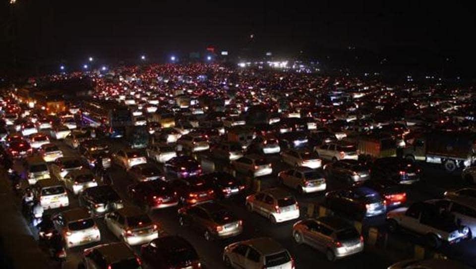 traffic jams in gurugram,gurugram police,gurugram traffic police
