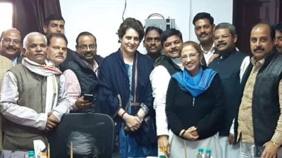 priyanka gandhi vadra in lucknow,jyotiraditya scindia,priyanka gandhi interacts with congress workers
