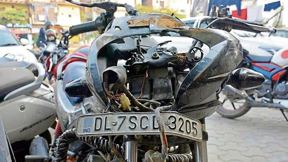 The damaged motorcycle, on which one of the men and the minor were riding when the accident took place.