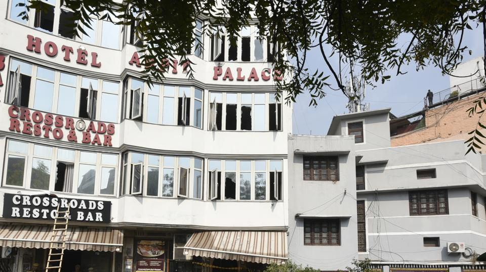 hotel arpit palace fire,fire at arpit palace hotel,karol bagh hotel fire