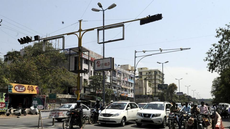smart traffic signals in gurugram,MCG,huda city centre