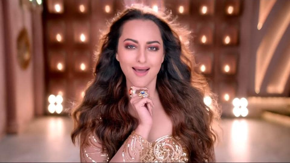 Sonakshi Sinha in Mungda. The original song was picturised on Helen.