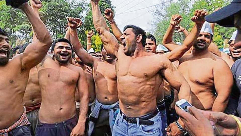 To register their protest, the wrestlers took off their shirts and shouted slogans against the Noida authority.