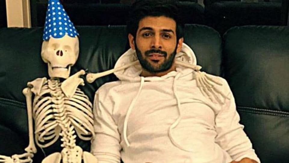Kartik Aaryan shared this picture on the occasion of Valentine's Day.