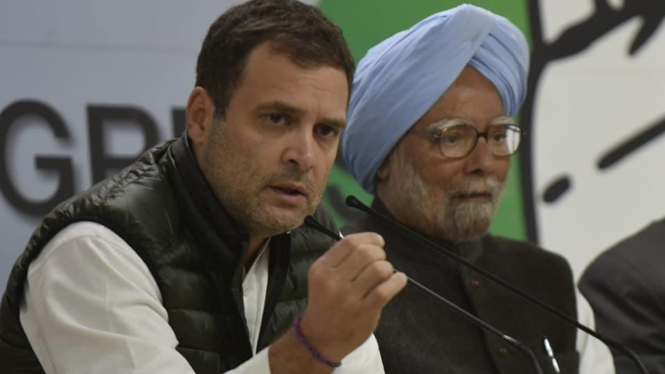 Congress president Rahul Gandhi and former Prime MInister Manmohan Singh at a press conference in New Delhi on Friday, a day after the Pulwama terror attack.