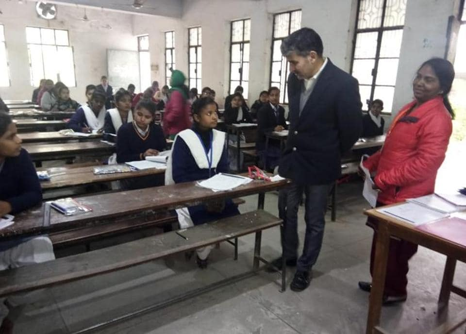 DIoS, Lucknow, inspecting an examination centre on Thursday.