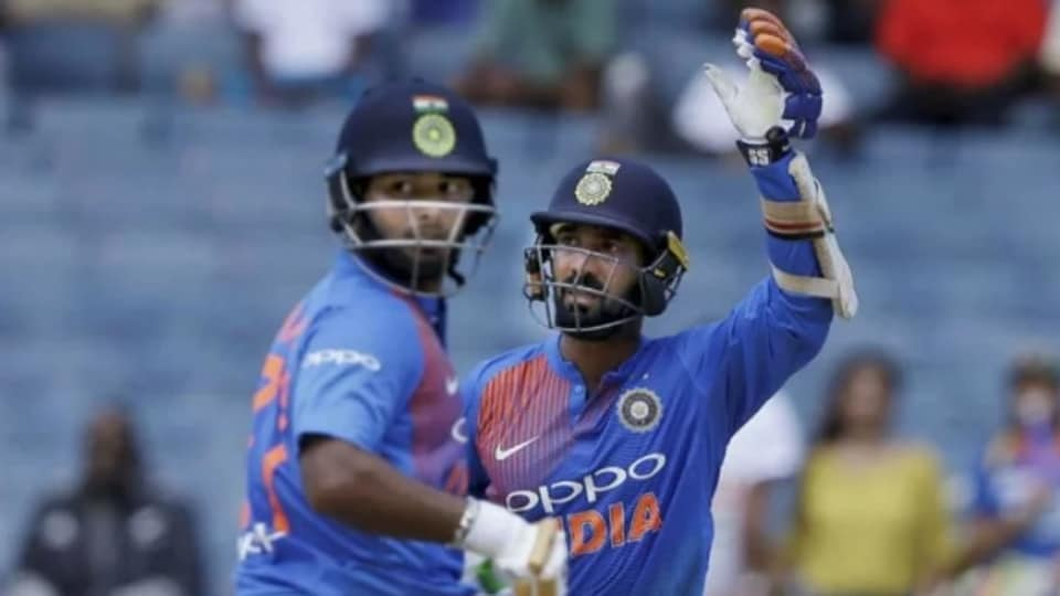 Rishabh Pant (L) and Dinesh Karthik in action.