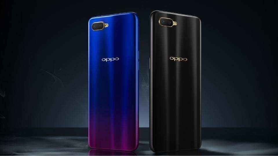 Oppo K1 is available in two colour options of blue and black with a gradient finish