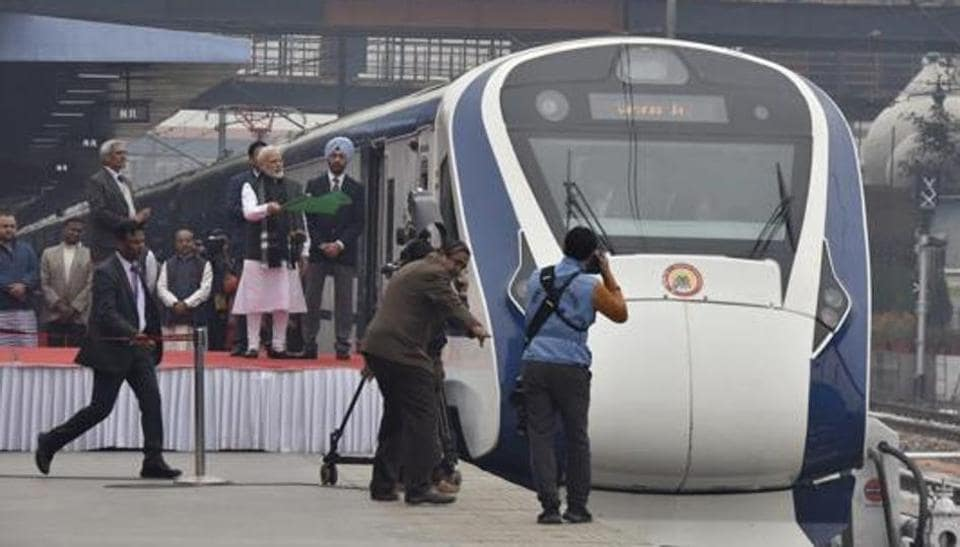 India's first semi high-speed train, Vande Bharat Express, arrived in Varanasi on its first commercial run from New Delhi an hour and 25 minutes behind schedule because of fog on Sunday. (Photo by Sanjeev Verma/ Hindustan Times)