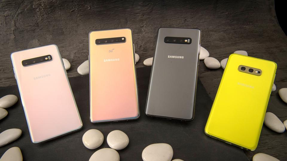 Samsung Electronics Co. S10, from left, S10 5G, S10+ and S10e smartphones are arranged for a photograph ahead of the Samsung Unpacked product launch event in San Francisco, California, U.S., on Tuesday, Feb. 19, 2019. Samsung debuted its most extensive new lineup of smartphones, taking on Apple Inc. amid a slowing market with new low-end and premium models, 3-D cameras, an in-screen fingerprint scanner and faster 5G connectivity.