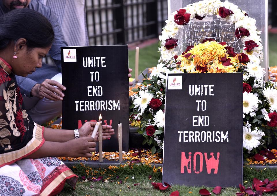 People pay tribute to CRPF jawans killed in Pulwama, Mumbai, February 15