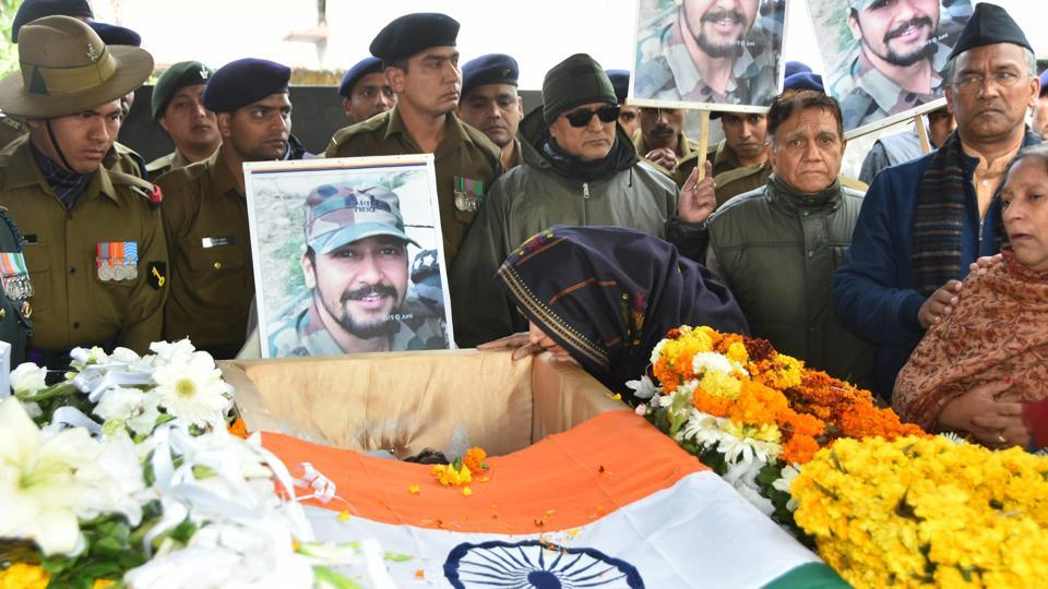 Wife Nitika Kaul and other family members of Major Vibhuti Shankar Dhoundiyal, who lost his life in the Pulwama encounter with Jaish-e-Mohammed (JeM) terrorists, pay their last respects before his funeral in Dehradun, Himachal Pradesh. (PTI)