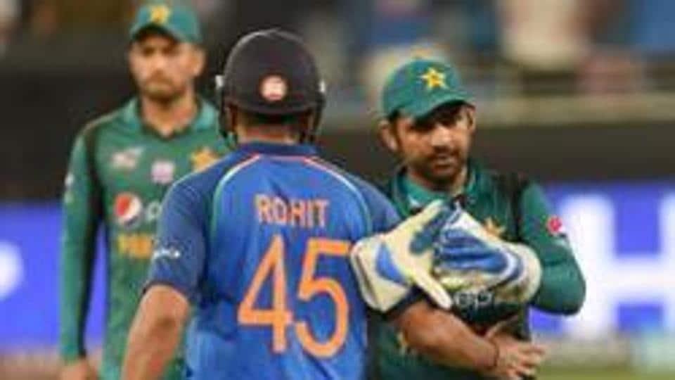 Pakistan's captain Sarfraz Ahmed (R) and Indian team captain Rohit Sharma (L).