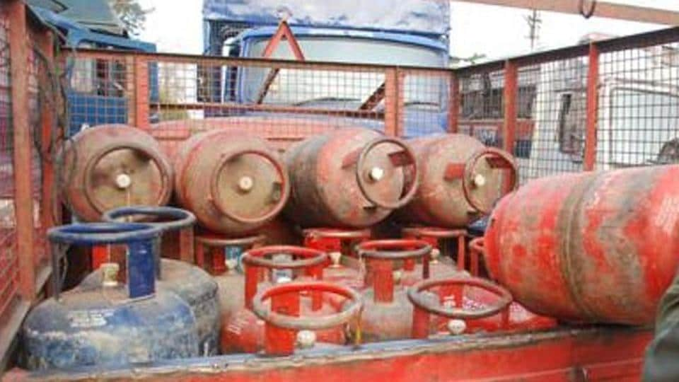 It is alleged that lesser number of cylinders were shown in records as compared to the actual number received from the bottling plant.