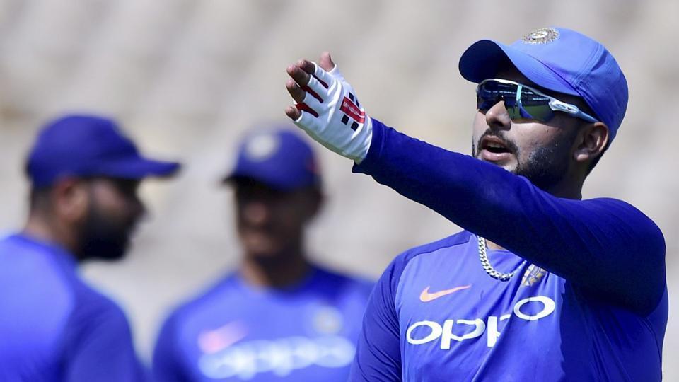 Rishabh Pant challenges MS Dhoni to IPL battle - Watch