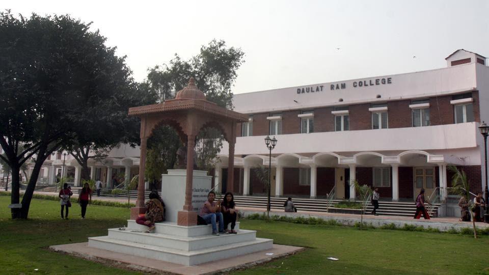 Daulat Ram College,hostel timings,student protest