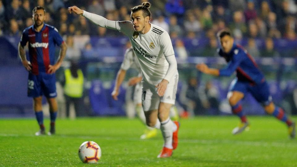Gareth Bale slots a penalty against Levante on Sunday.