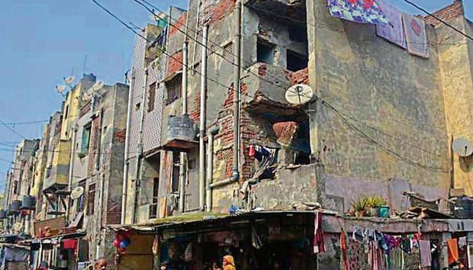 The Tulsi Niketan locality near Delhi-Ghaziabad border was developed in 1988. Last year, all the flats were declared unsafe by GDA.