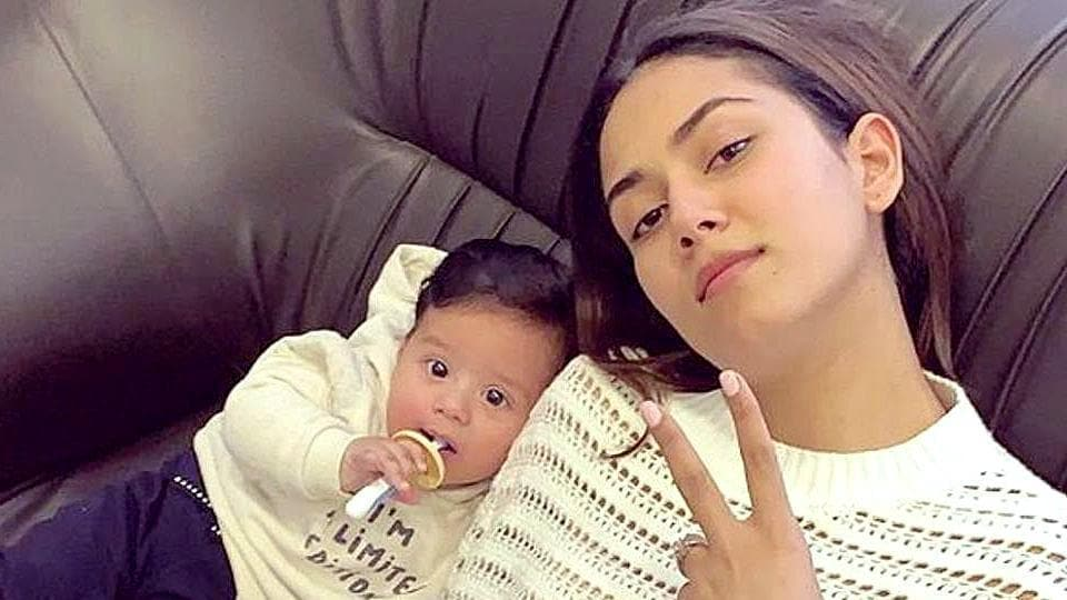 Leave it to Mira Rajput to pair crochet and denim and make it look ladylike and casual, at the same time. (Instagram)
