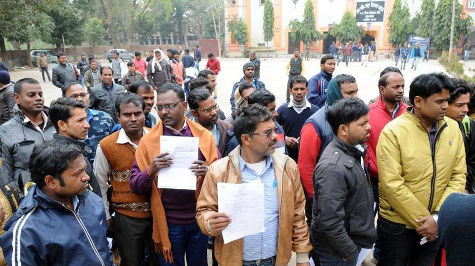 Controversy gripped the sixth combined civil services examination after the JPSC published results of preliminary test in which a large number of candidates (more than 34,000) qualified for the main examination against a paltry 326 vacancies.