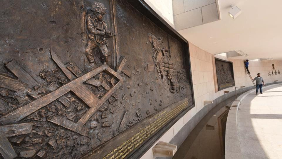 Six bronze murals, made by noted sculptor Ram Sutar, depicting famous battles fought by the Army, Air Force and Navy have been put up in a gallery in the Veerta Chakra zone. (Arvind Yadav / HT Photo)