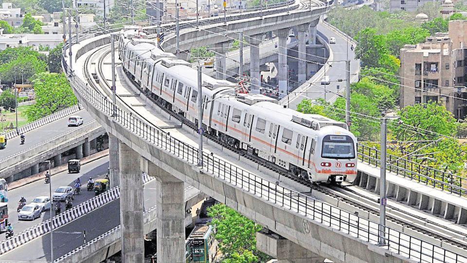The phase 1-A of the Jaipur Metro, from Mansarover to Chandpole, began commercial service in July 2015 and covers around 10 km.